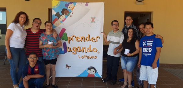 Aprender Jugando La Palma entrega una veintena de juegos didácticos a la Asociación NEP