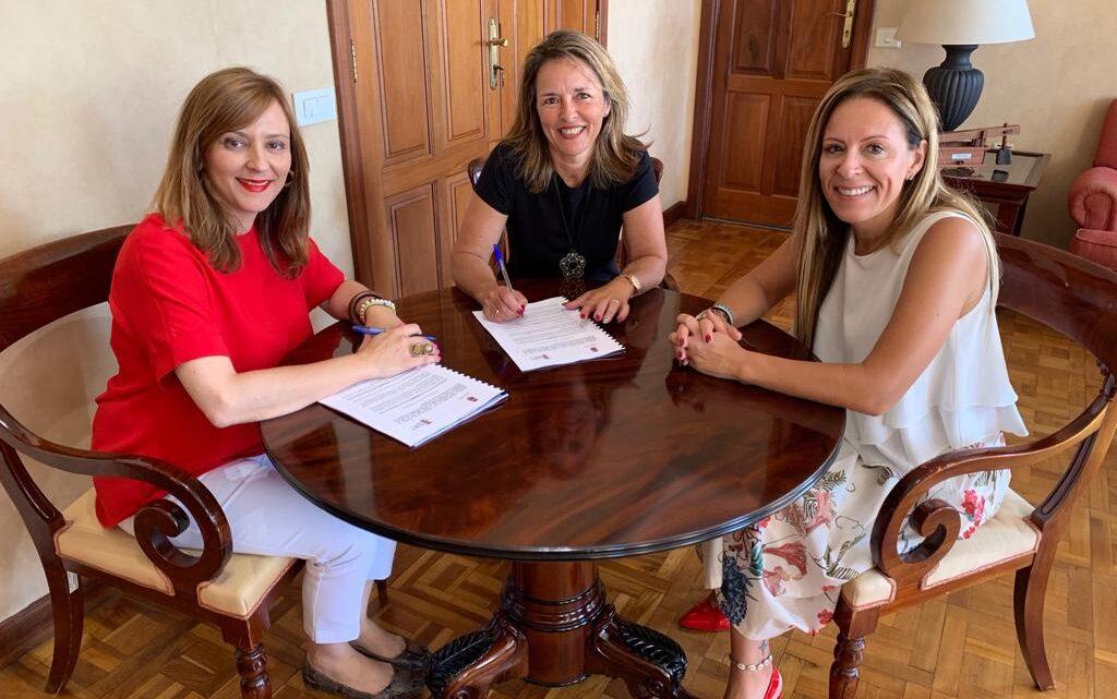 """NEP y el Cabildo firman el convenio de colaboración para ejecutar el proyecto """"Paso a paso"""""""