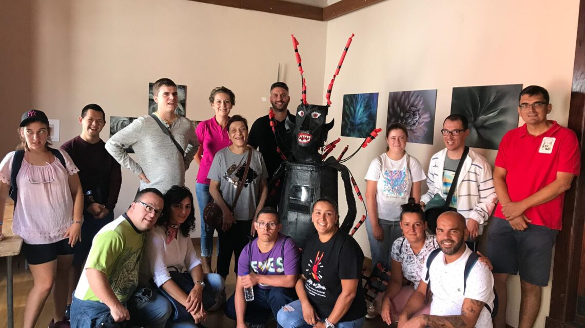 La Asociación de Niños Especiales de La Palma visita Tijarafe y aprende sobre la danza de 'El Diablo'